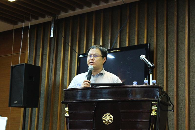 绿蚂蚁CEO姜庆先生在做演讲